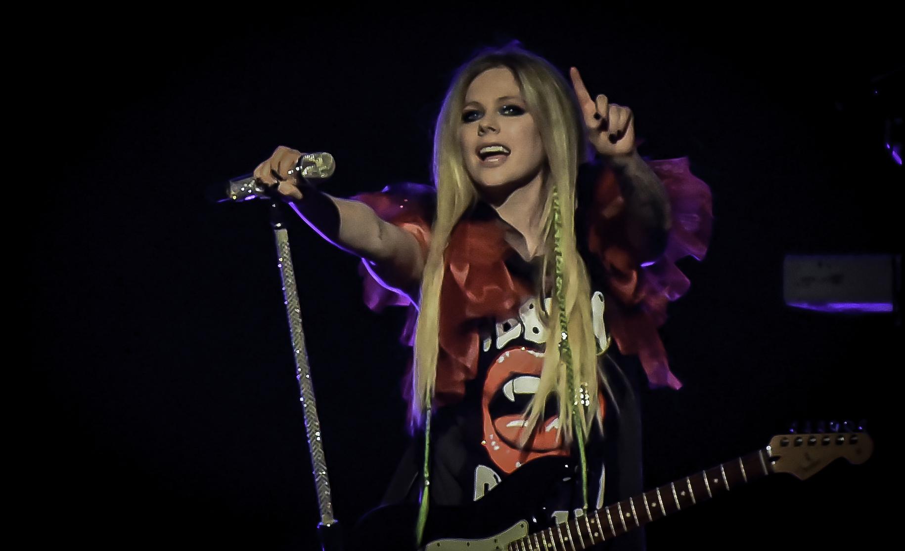 Avril Tease