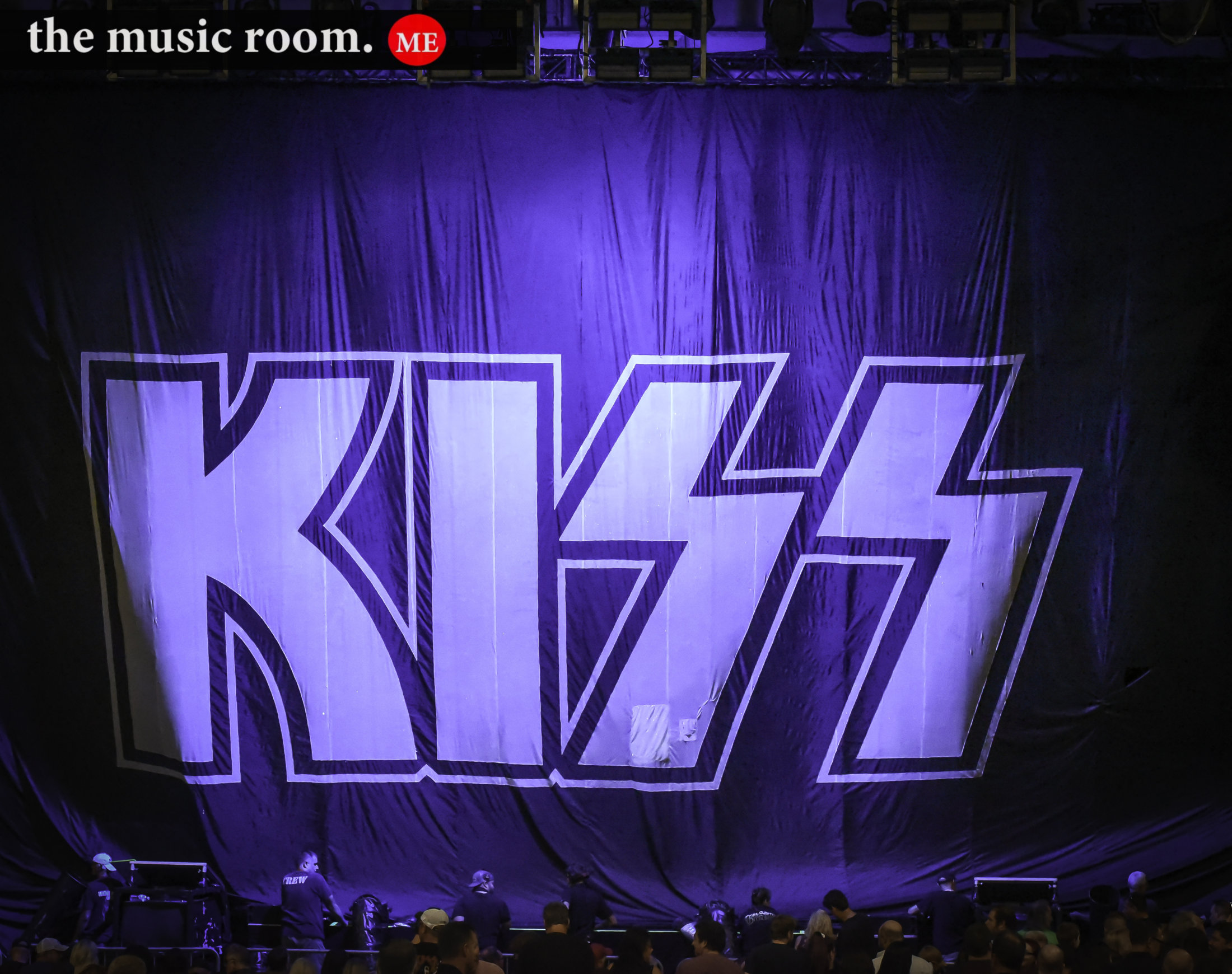Kiss Curtain
