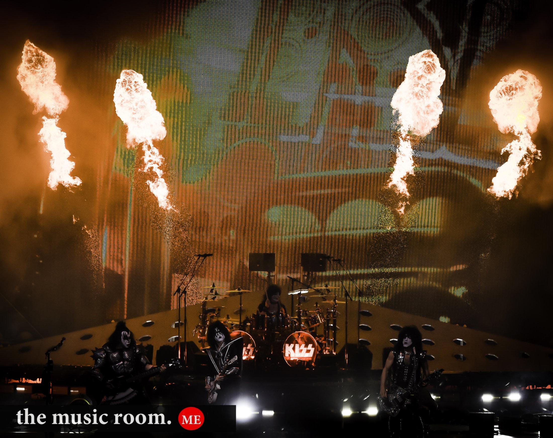 Kiss Flames