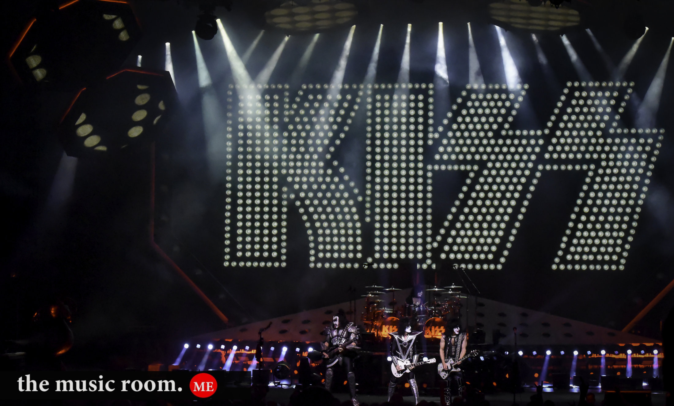 Kiss Full Stage