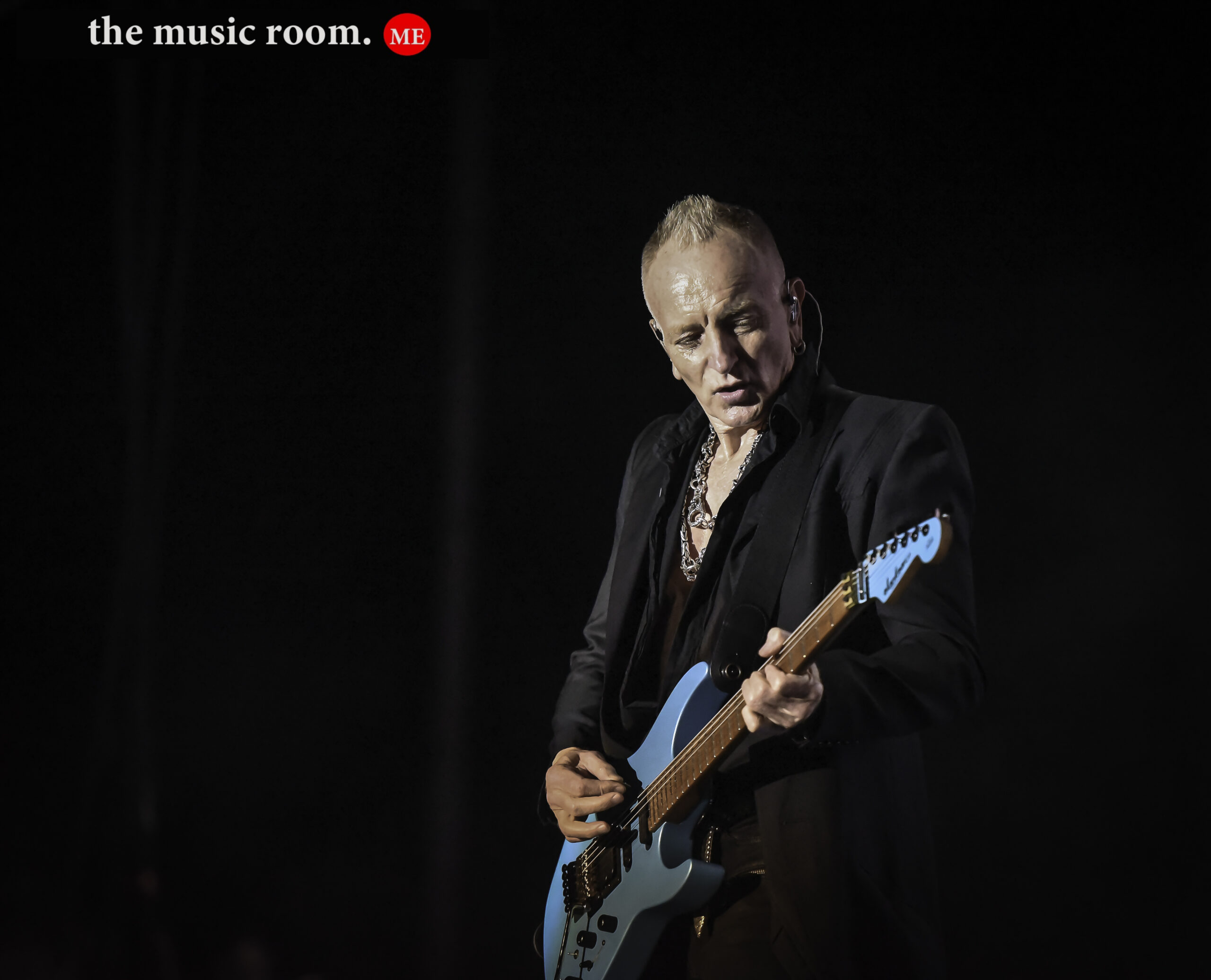 Phil Collen of Def Leppard Live