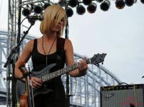amanda-guitar-2