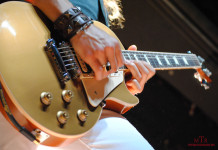 gold-les-paul-2