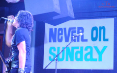 never-ons-stage